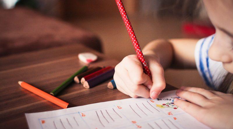 Jak zachęcić dziecko do nauki chemii? Zobacz sprawdzone metody!
