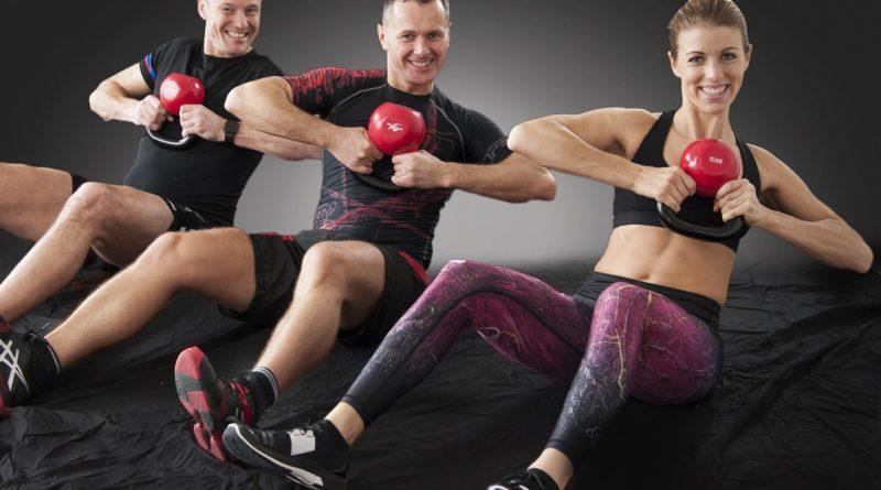 Czy trening fitness to również ćwiczenia siłowe?